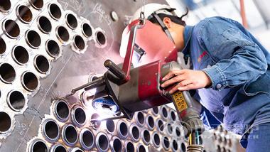 鸭脖娱乐网页版WNS系列低氮燃气锅炉制造工艺之管板自动焊